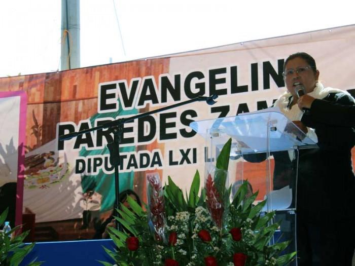 Centenares de ciudadanos escucharon el informe de la integrante de la LXI Legislatura local