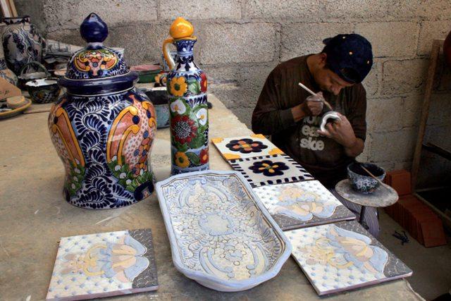 San Pablo del Monte, Tlaxcala, 2010 Familia Corona Muro, trabajando ceramica Mayolica o Talavera. Foto: J. Guadalupe Pérez